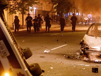 Как полиция останавливает массовые беспорядки